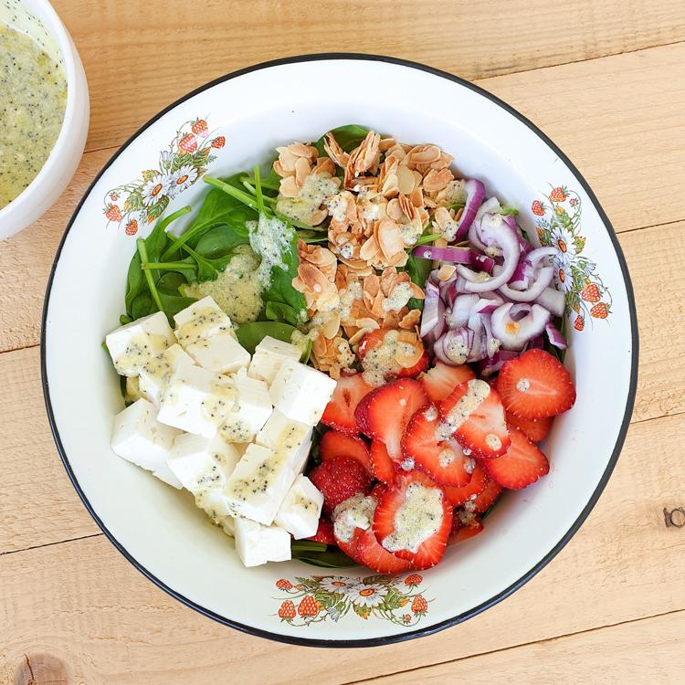 Maasika Spinati Salat Fetaga